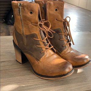 Shoes - Perfect Fall Boot